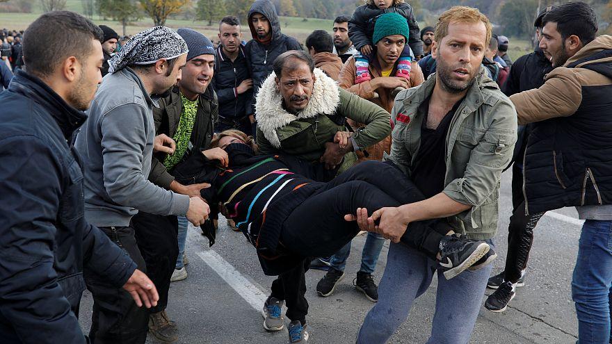 Мигранты штурмуют границу