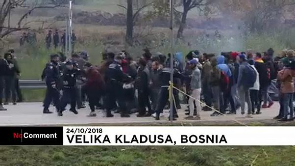 Confrontos entre a polícia e migrantes na fronteira entre a Bósnia e a Croácia