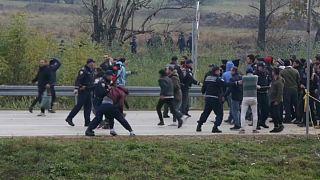 درگیری پناهجویان با پلیس در مرز بوسنی و کرواسی