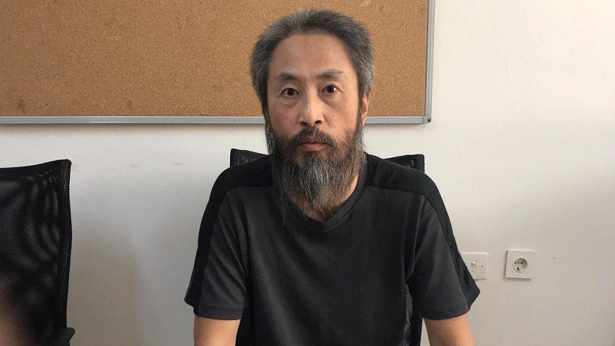 الصحفي الياباني الذي احتجزه متشددون بسوريا 40 شهرا يتوجه نحو بلاده