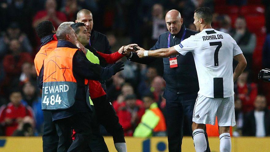 مانشستر يونايتد يواجه عقوبة محتملة بعد اقتحام جماهيره للملعب أمام يوفنتوس