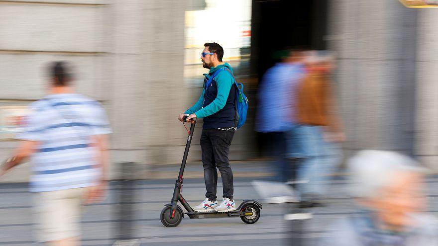 Madrid kaldırımlarında elektrikli scooter kullanmaya son