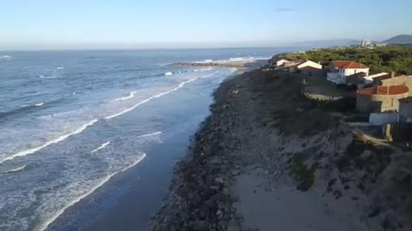 L'inexorable érosion du littoral portugais