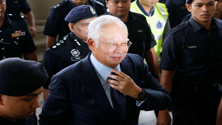 رئيس وزراء ماليزيا السابق يصل إلى المحكمة في كوالالمبور يوم 4-10-2018
