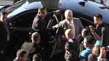 Der ehemalige malaysische Premier Najib Razak steigt aus dem Auto