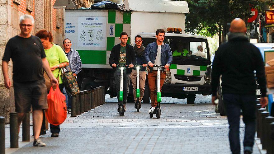 Madrid prohibe que los patinetes circulen por las aceras