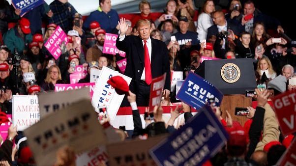 US-Präsident Donald Trump winkt inmitten einer Menschenmenge in Wisconsin
