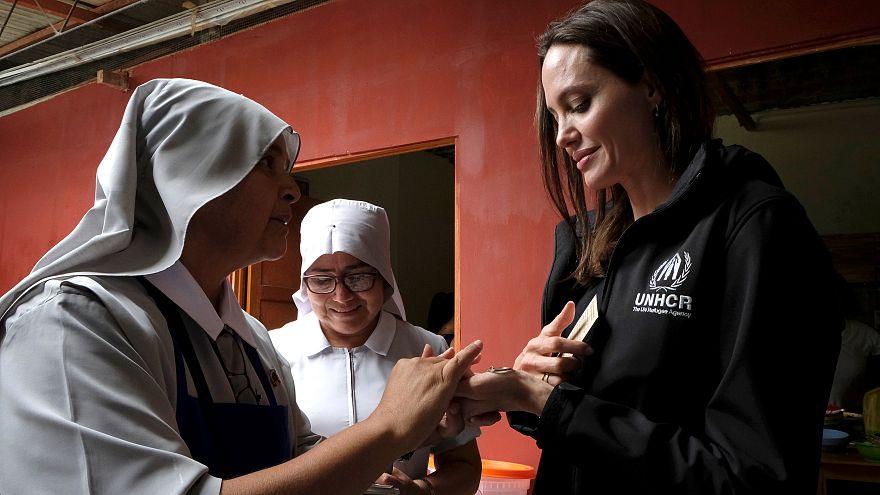 أنجلينا جولي تلتقي لاجئين فنزويليين في البيرو وتصف أزمة النزوح من فنزويلا بالمروّعة
