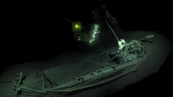 فريق تنقيب تحت الماء يكتشف أقدم حطام سليم لسفينة في التاريخ