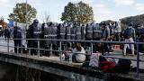 Migrants clash with police at Bosnia-Croatia border
