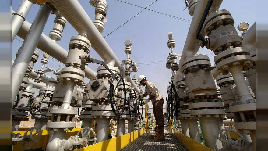 السعودية: سوق النفط قد تتحول إلى التخمة في الربع الأخير من العام