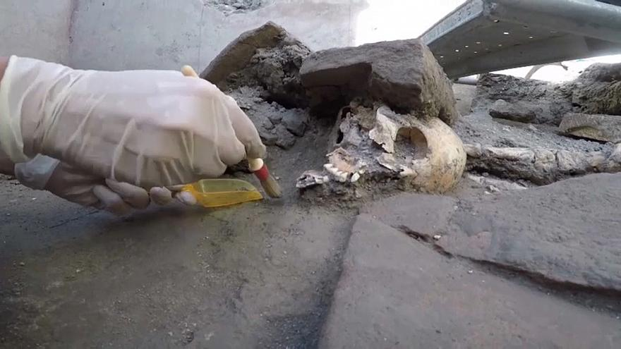 Arqueologistas descobrem cinco novos esqueletos em Pompeia