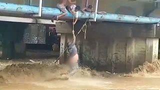 Rettung aus dem reißenden Fluss
