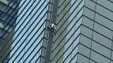 Megmászta a felhőkarcolót, majd elvitték a rendőrök