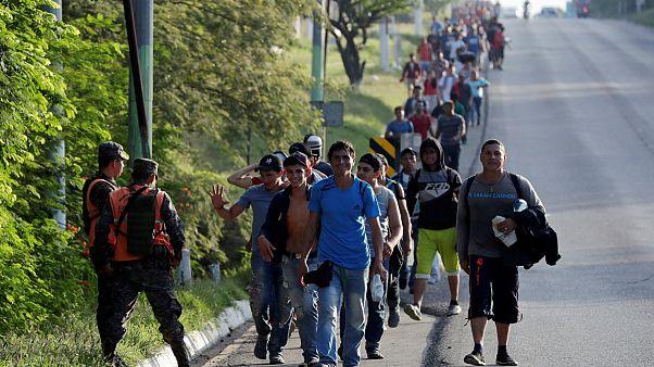 پنتاگون: صدها نیروی نظامی برای جلوگیری از ورود مهاجران در مرز مستقر می شوند