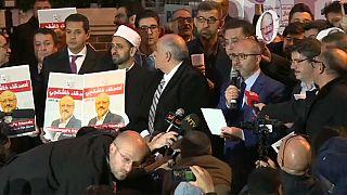 أصدقاء خاشقجي ينظمون وقفة خارج القنصلية السعودية في اسطنبول
