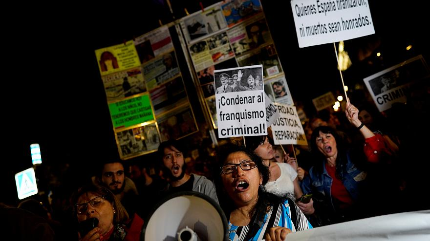 Protestas en Madrid contra el entierro del dictador Franco en la Almudena