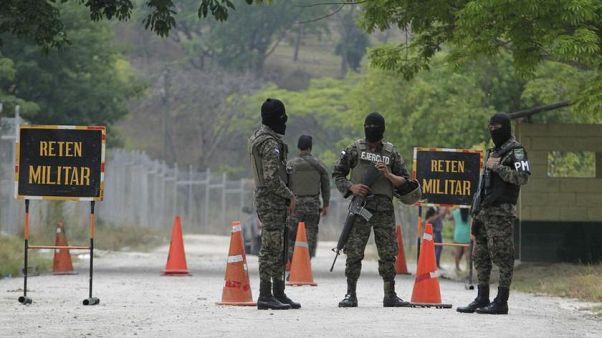Uyuşturucu kartellerinin savaştığı Meksika'da toplu mezardan 19 ceset çıkarıldı