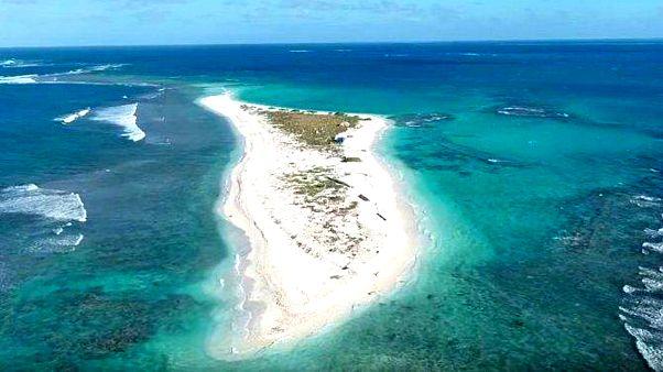 Walaka kasırgası sonrası deniz suları bir adayı yuttu