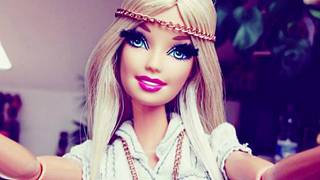 Brésil : des poupées Barbie contre Bolsonaro