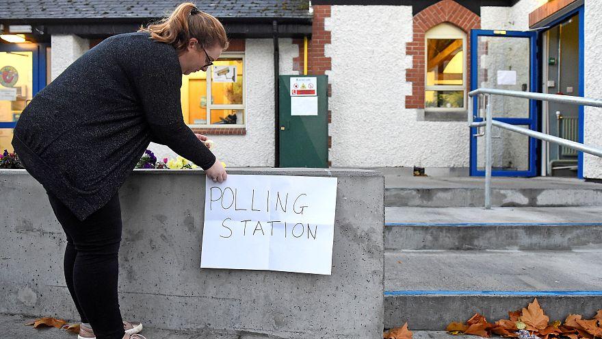 """الإيرلنديون يصوتون لاختيار رئيس للبلاد ولإبقاء أو إلغاء """"التجديف"""" من الدستور"""