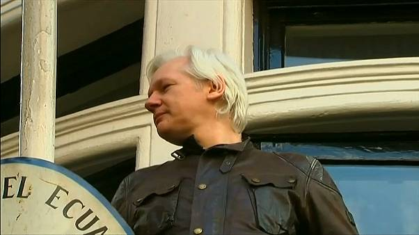 Assange fa causa all'Ecuador