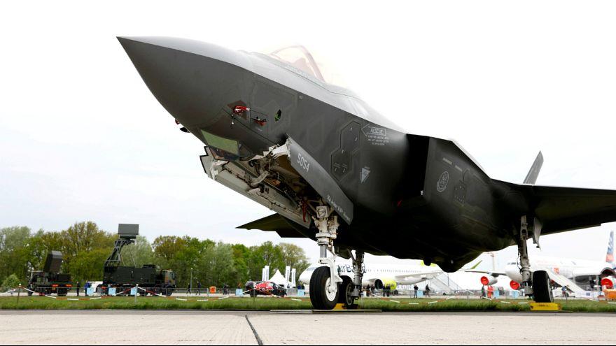 ماکرون از تصمیم بروکسل برای خرید جنگنده های آمریکایی انتقاد کرد