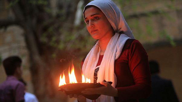 شابة يزيدية نحتفل برأس السنة الأيزيدية في معبد لالش في دهوك شمال العراق