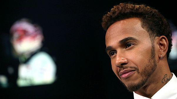 """Lewis Hamilton tem uma mão no """"penta"""""""