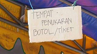 إندونيسيا.. المال ليس ضروريا لشراء تذكرة الحافلات قارورة بلاستيكية تكفيك