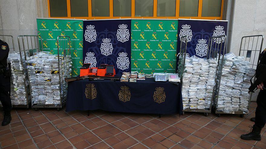 شاهد: الشرطة الإسبانية تعثر على 6 أطنان من الكوكايين داخل شحنة للموز