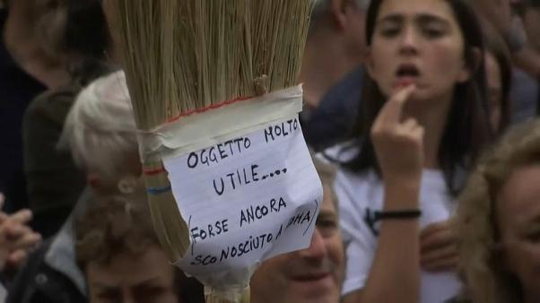 Rome residents protest over Italian capital's decay