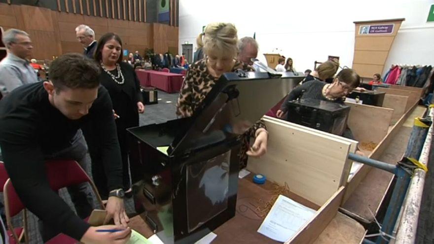 استطلاعات الرأي: الإيرلنديون يصوتون لصالح حذف التكفير من الدستور