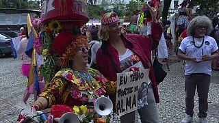 Brezilya: Seçimlerdeki aşırı sağcı aday Bolsonaro'ya karşı 'palyaço yürüyüşü' yapıldı
