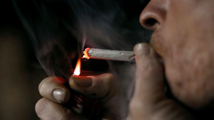 هل تعلم أن السكر يضاف إلى السجائر؟