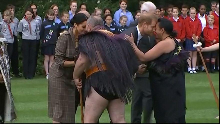 Нос к носу: Гарри и Меган приветствуют маори