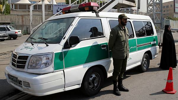 اقدام به زیر گرفتن دختر دانشجو توسط خودروی گشت ارشاد؛ دانشگاه آزاد تکذیب کرد