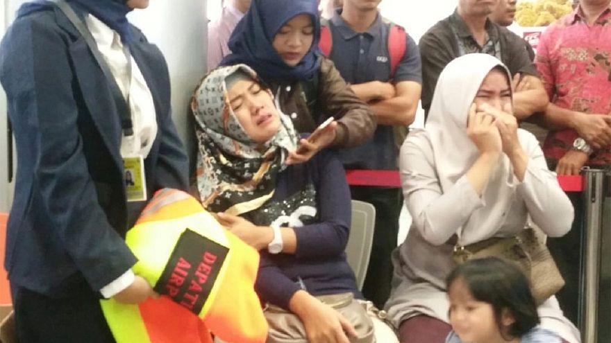 كارثة جوية مع فقدان طائرة تحمل 188 شخصاً في سواحل جاوة الإندونيسية