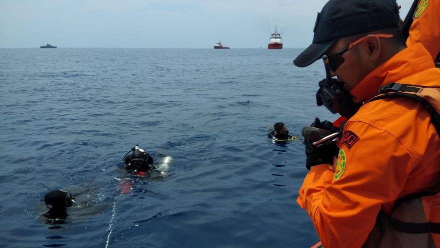 Indonesien: Boeing 737 stürzt ins Meer – mehr als 180 Menschen vermisst