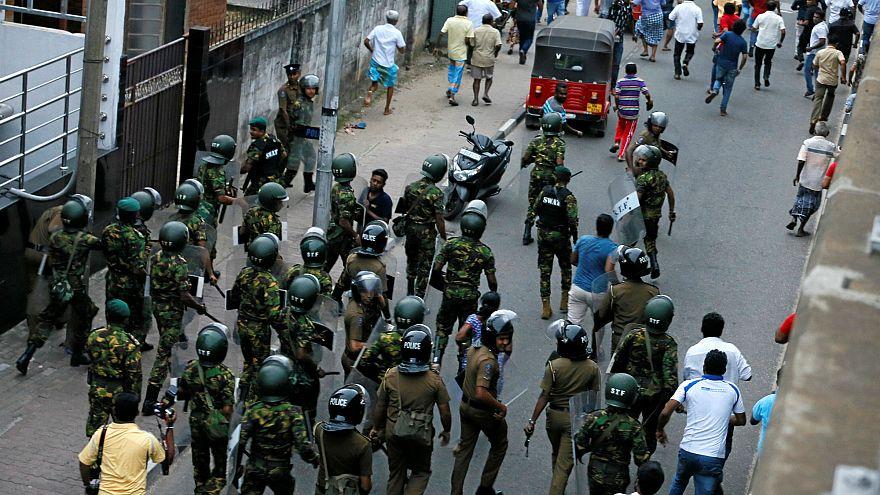 Sri Lanka'da başbakanın görevden alınmasıyla başlayan siyasi kriz derinleşiyor