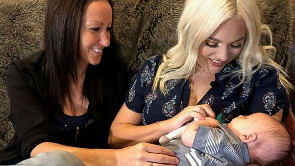 Hamilelikte iki anne tarafından da taşınan ilk çocuk