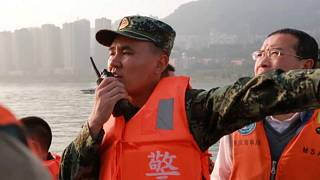 Cina: bus si ribalta e cade in un fiume