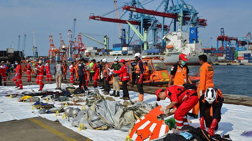Ινδονησία: Δεν περιμένουν να βρουν επιζώντες από τη συντριβή του αεροσκάφους