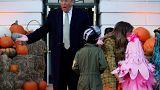 دونالد ترامب وميلانيا يشاركون الأطفال احتفالات الهالوين