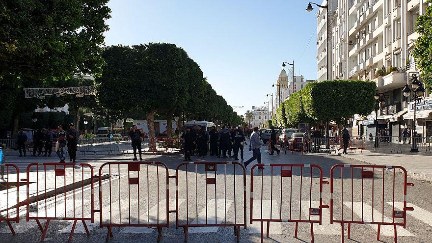 Donna kamikaze attacca la polizia a Tunisi