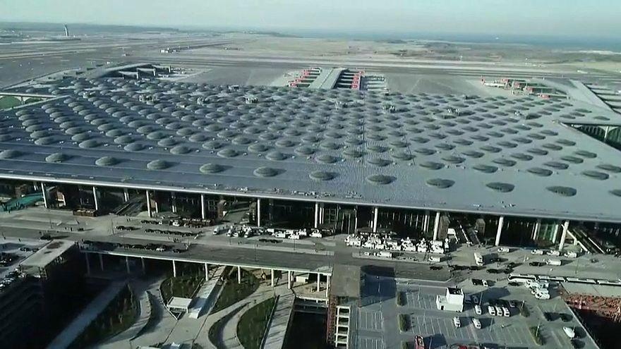 شاهد: تركيا تفتتح أكبر مطار في العالم