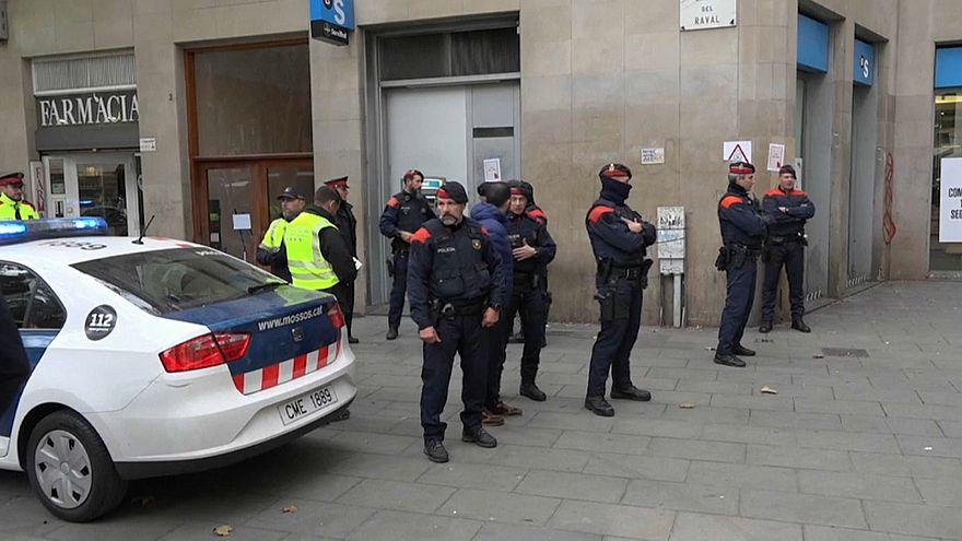 Al menos 55 detenidos en la macrooperación policial contra los narcopisos del Raval en Barcelona