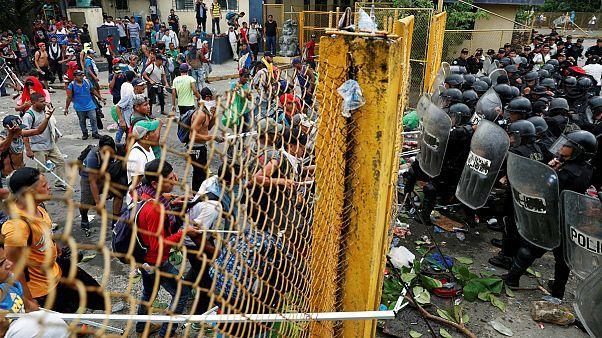 درگیری مهاجران با نیروهای امنیتی در مرز مکزیک و گواتمالا
