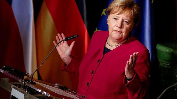 Tekrar aday olmayacağını açıklayan Merkel'in koltuğuna kimler talip?