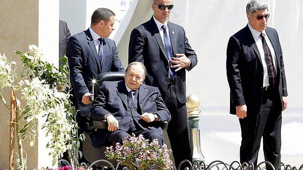 عبد العزيز بوتفليقة لعهدة رئاسية خامسة